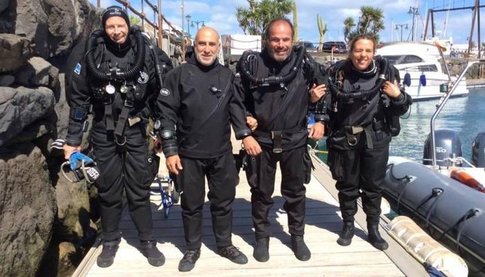 Daniel Malfanti y Christian Massad junto a otros alumnos del curso de rebreather JJ-CCR en Lanzarote